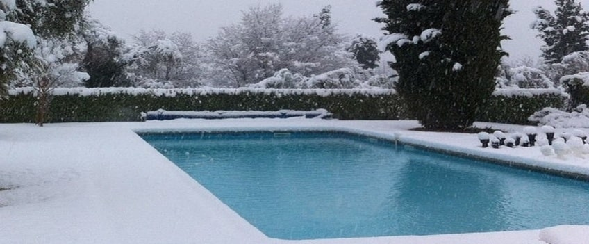 Swimming pool in Winter